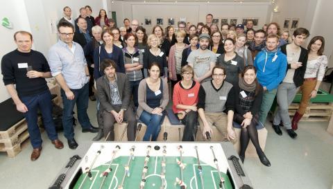 Gruppenfoto auf dem Doppelpass:Kickoff-Treffen im Mousonturm